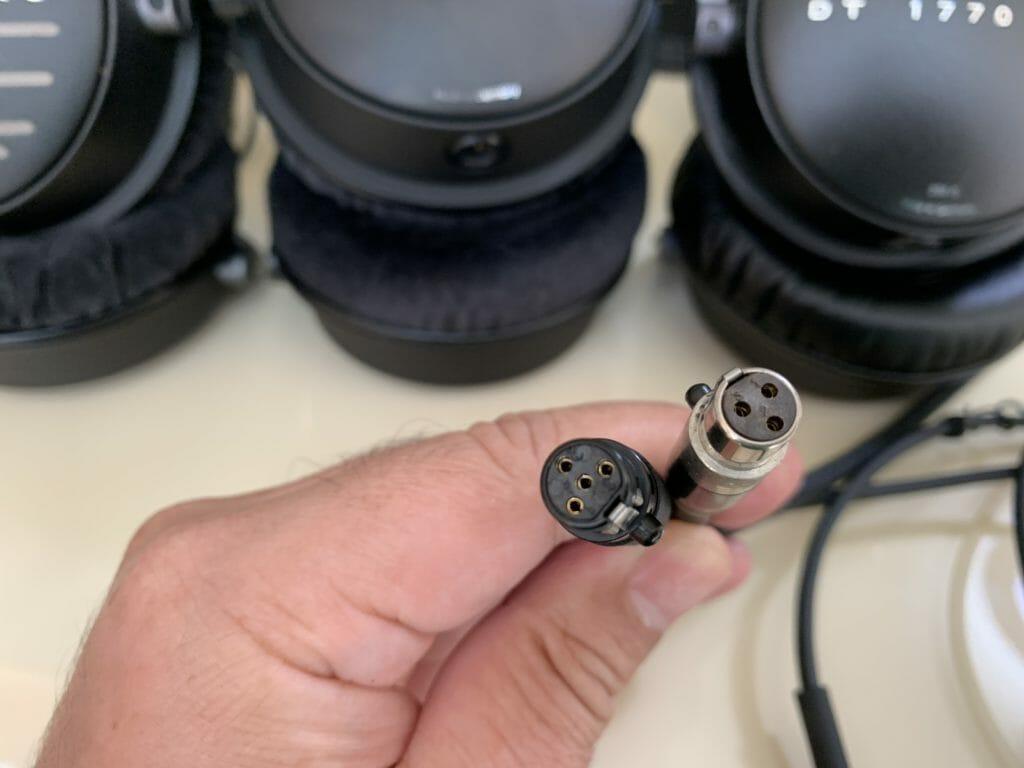 ケーブルの接続口